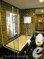 バンコク ワイヤレスロードのホテル : センター ポイント プルンチット ホテル(Grande Centre Point Hotel Ploenchit)のスタジオ ルームルームの設備 Bath Room