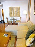 バンコク BTSプルンチット駅のホテル : センター ポイント プルンチット ホテル(Grande Centre Point Hotel Ploenchit)の1ベッドルーム(トリプル)ルームの設備 Living Room