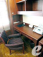 バンコク スクンビットのホテル : センター ポイント トンロー(Centre Point Thong Lo)の1ベットルームルームの設備 Desk
