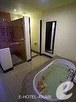 クラビ 10,000~20,000円のホテル : ランタ チャ ダ ビーチ リゾート(Cha Da Beach Resort & Spa)のゴールドスイートルームの設備 Bath Room
