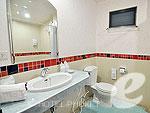 プーケット ヴィラコテージのホテル : チャロン ヴィラ リゾート & スパ(Chalong Villa Resort & Spa)のデラックス プライベート ヴィラルームの設備 Bath Room