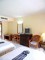 プーケット カタビーチのホテル : チャナライ フローラ リゾート(Chanalai Flora Resort)のスーペリアルームの設備 Bedroom
