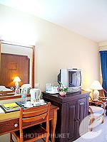 プーケット カタビーチのホテル : チャナライ フローラ リゾート(Chanalai Flora Resort)のスーペリアルームの設備 Writing Desk