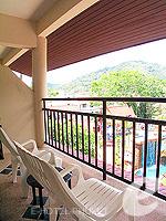 プーケット カタビーチのホテル : チャナライ フローラ リゾート(Chanalai Flora Resort)のスーペリアルームの設備 Balcony