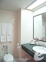 プーケット 5,000円以下のホテル : チャナライ フローラ リゾート(Chanalai Flora Resort)のスーペリアルームの設備 Bathroom