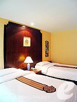 プーケット カタビーチのホテル : チャナライ フローラ リゾート(Chanalai Flora Resort)のデラックスルームの設備 Bedroom