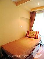 プーケット カタビーチのホテル : チャナライ フローラ リゾート(Chanalai Flora Resort)のデラックスルームの設備 Day Bed