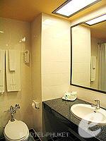 プーケット カタビーチのホテル : チャナライ フローラ リゾート(Chanalai Flora Resort)のデラックスルームの設備 Bathroom