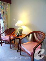 プーケット カタビーチのホテル : チャナライ ガーデン リゾート(Chanalai Garden Resort)のスーペリア ガーデンビュールームの設備 Relax Area