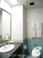 プーケット カタビーチのホテル : チャナライ ガーデン リゾート(Chanalai Garden Resort)のスーペリア ガーデンビュールームの設備 Bathroom
