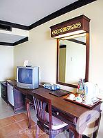 プーケット カタビーチのホテル : チャナライ ガーデン リゾート(Chanalai Garden Resort)のデラックス シービュールームの設備 Writing Desk