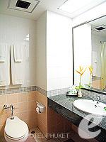 プーケット カタビーチのホテル : チャナライ ガーデン リゾート(Chanalai Garden Resort)のデラックス シービュールームの設備 Bathroom