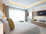 プーケット プールアクセスのホテル : チャナライ ヒルサイド リゾート(Chanalai Hillside Resort)のデラックス プールビュールームの設備 Bedroom