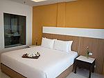 プーケット プールアクセスのホテル : チャナライ ヒルサイド リゾート(Chanalai Hillside Resort)のデラックス プール アクセスルームの設備 Bedroom