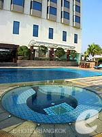 Swimming Pool : Chaophya Park Hotel, Ratchadapisek, Phuket