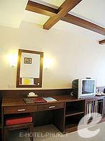 プーケット 5,000円以下のホテル : ココナッツ ビレッジ リゾート(Coconut Village Resort)のデラックスルームの設備 Living Area