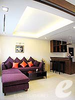 プーケット パトンビーチのホテル : ココナッツ ビレッジ リゾート(Coconut Village Resort)のジャグジールームの設備 Living Area