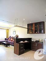 プーケット パトンビーチのホテル : ココナッツ ビレッジ リゾート(Coconut Village Resort)のジャグジールームの設備 Pantry Kitchen