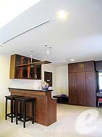 プーケット 5,000円以下のホテル : ココナッツ ビレッジ リゾート(Coconut Village Resort)のジャグジールームの設備 Bar Counter