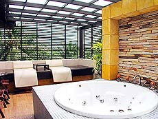 プーケット パトンビーチのホテル : ココナッツ ビレッジ リゾート(1)のお部屋「ジャグジー」