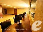 バンコク スワンナプーム空港周辺のホテル : コンビニエント グランド ホテル 「Internet Corner」