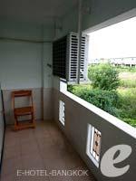 バンコク スワンナプーム空港周辺のホテル : コンビニエント リゾート バンコク(Convenient Resort Bangkok)のスーペリアルームの設備 Balcony