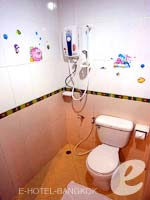 バンコク スワンナプーム空港周辺のホテル : コンビニエント リゾート バンコク(Convenient Resort Bangkok)のスーペリアルームの設備 Bathroom