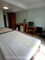 バンコク スワンナプーム空港周辺のホテル : コンビニエント リゾート バンコク(Convenient Resort Bangkok)のデラックスルームの設備 Bedroom
