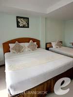 バンコク スワンナプーム空港周辺のホテル : コンビニエント リゾート バンコク(Convenient Resort Bangkok)のデラックスツインルームの設備 Bedroom