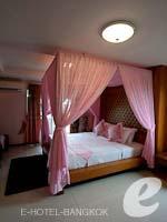 バンコク スワンナプーム空港周辺のホテル : コンビニエント リゾート バンコク(Convenient Resort Bangkok)のデラックス コーナービュー シングルルームの設備 Balcony