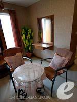 バンコク スワンナプーム空港周辺のホテル : コンビニエント リゾート バンコク(Convenient Resort Bangkok)のデラックス コーナービュー シングルルームの設備 Bathroom