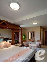 バンコク スワンナプーム空港周辺のホテル : コンビニエント リゾート バンコク(Convenient Resort Bangkok)のデラックス コーナービュー ツインルームの設備 Bedroom