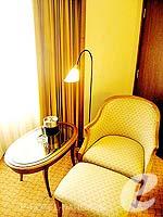 バンコク ファミリー&グループのホテル : クラウン プラザ バンコク ルンピニ パーク(Crowne Plaza Bangkok Lumpini Park)のスーペリアルームの設備 Sitting Area