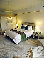 バンコク ファミリー&グループのホテル : クラウン プラザ バンコク ルンピニ パーク(Crowne Plaza Bangkok Lumpini Park)のデラックスルームの設備 Bedroom