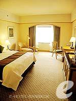 バンコク カップル&ハネムーンのホテル : クラウン プラザ バンコク ルンピニ パーク(Crowne Plaza Bangkok Lumpini Park)のデラックスルームの設備 Bedroom