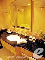 バンコク ファミリー&グループのホテル : クラウン プラザ バンコク ルンピニ パーク(Crowne Plaza Bangkok Lumpini Park)のデラックスルームの設備 Bathroom