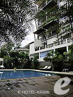 Swimming Pool : Dee Andaman Hotel Pool Bar, Free Wifi, Phuket