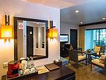 プーケット パトンビーチのホテル : ディーヴァナ パトン リゾート & スパ(Deevana Patong Resort & Spa)のジュニア スイート(ウィズ ジャグジー)ルームの設備 Living Area