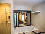 プーケット パトンビーチのホテル : ディーヴァナ パトン リゾート & スパ(Deevana Patong Resort & Spa)のジュニア スイート(ウィズ ジャグジー)ルームの設備 Bath Room