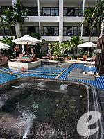 プーケット パトンビーチのホテル : ディーヴァナ プラザ プーケット 「Jacuzzi」