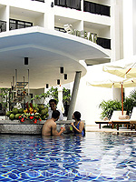 In-Pool Bar : Deevana Plaza Phuket, Connecting Rooms, Phuket