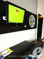 プーケット 10,000~20,000円のホテル : ディーヴァナ プラザ プーケット(Deevana Plaza Phuket)のデラックス シティー ビュールームの設備 LCD TV