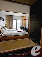 プーケット 10,000~20,000円のホテル : ディーヴァナ プラザ プーケット(Deevana Plaza Phuket)のデラックス シティー ビュールームの設備 Bathroom
