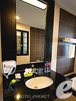 プーケット 10,000~20,000円のホテル : ディーヴァナ プラザ プーケット(Deevana Plaza Phuket)のデラックス プール ビュールームの設備 Dining Table
