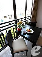 プーケット 10,000~20,000円のホテル : ディーヴァナ プラザ プーケット(Deevana Plaza Phuket)のプレミア プール ビュールームの設備 Dining Area