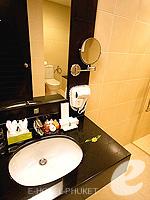 プーケット ファミリー&グループのホテル : ディーヴァナ プラザ プーケット(Deevana Plaza Phuket)のプレミア プール ビュールームの設備 Dining Area
