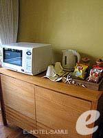 サムイ島 チョンモーンビーチのホテル : デヴァ サムイ リゾート & スパ(Deva Beach Resort & Spa)のデラックスルームの設備 Pantry Area