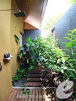 サムイ島 チョンモーンビーチのホテル : デヴァ サムイ リゾート & スパ(Deva Beach Resort & Spa)のプールヴィラルームの設備 Outdoor Shower