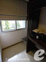 バンコク ファミリー&グループのホテル : DS67 スイーツ バンコク(DS67 Suites Bangkok)のスタンダード シングルルームの設備 Closet