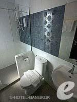 バンコク ファミリー&グループのホテル : DS67 スイーツ バンコク(DS67 Suites Bangkok)のデラックスルームの設備 Bathroom